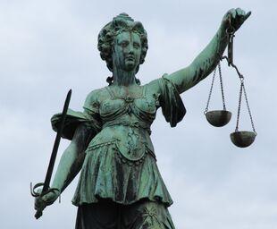 Justitia-statue---frankfurt-91649899-5af37cb68e1b6e00360b2ec6
