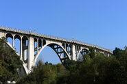 1024px-Pasadena Colorado Street Bridge 2005