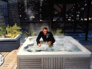 Niko fürdik egy jacuzziban