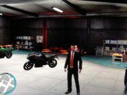 Niko egy motorboltban