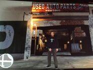 Niko a felrobbantott Used Auto Partsnál