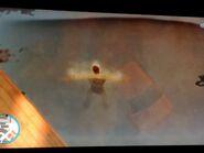 Niko elsüllyeszt egy autót a vízben