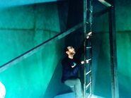 Niko felmászik a Boldogság-szobor létráján