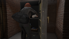 TheCayoPericoHeist-GTAO-PrimaryTarget-StealingBearerBonds