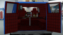 YougaClassic4x4-GTAO-TrimDesign-PaddedSofaLeopardInterior.png