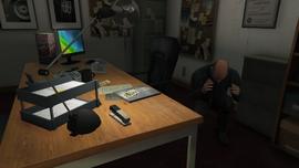 BusinessBattlesShowroom-GTAO-SimeonCowering
