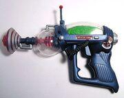 1ª pistola a raggi
