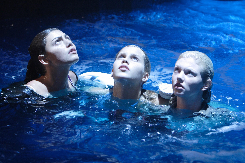 H2O: Just Add Water: Season 1: Episode 01: Metamorphosis