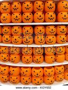 Orange-plastic-halloween-pumpkin-jack-o-lantern-trick-or-treat-buckets-kgy652