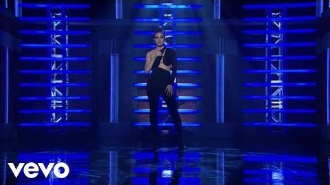 Hailee_Steinfeld,_Grey_-_Starving_(Live_From_Late_Night_With_Seth_Meyers)_ft._Zedd
