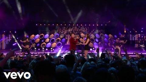 Hailee_Steinfeld,_Shawn_Hook_-_Sound_Of_Your_Heart_Rock_Bottom_(Live_From_The_MMVAs)