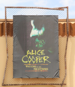 HHN 22 Alice Cooper Welcome to My Nightmare Gate Banner.png