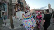 Walking around HHN 28 Killer Klowns cast change