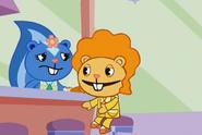 HTF Moments - Disco Bear eat dinner (TV S01 E07.1) 8