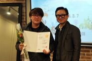 Kim Sehoon receiving the award for the Encouragement Prize at the 2014 Webtoon star contest for his work on 'Cut Across the Sky'