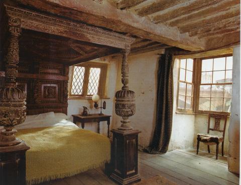 Bedroom-leaky cauldron1.jpg
