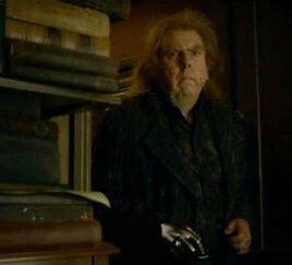 Peter Pettigrew at Spinner's End 03.jpg