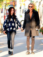 Lily-Collins-jamie-campbell-bower-holding-hands-mortal-instruments-1