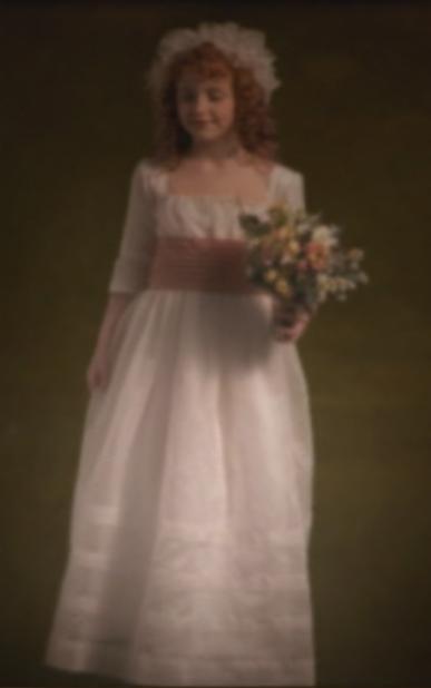 Portrait d'une jeune fille avec des fleurs.png