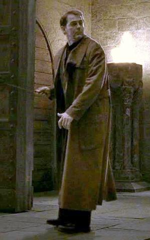 Auror masculino não identificado em Hogwarts