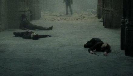 Alunos não identificados de Hogwarts mortos no sétimo andar
