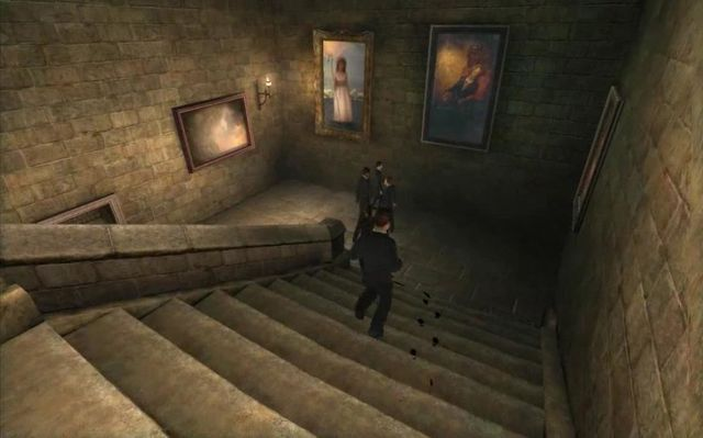 Schody między korytarzem na parterze a korytarzem na drugim piętrze