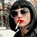 Tokio Haus des Geldes Zivil Brille Lederjacke Lippenstift Zigarette