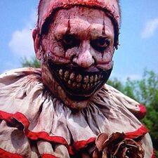 American Horror Story 4x01 002.jpg