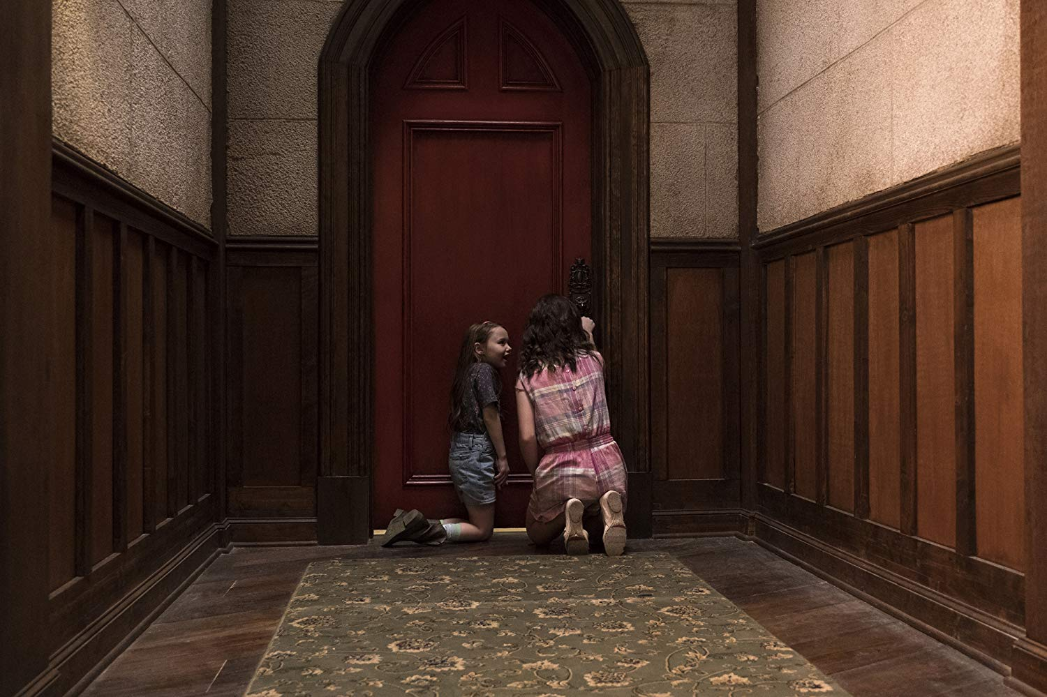 Haunting of Hill House: Steven Sees a Ghost