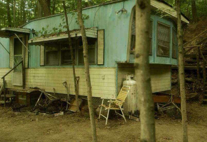 Hemlock Grove 1x01 003.jpg