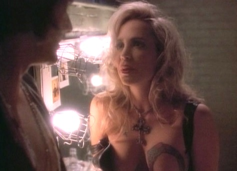 Tales from the Crypt 4x03 002.jpg