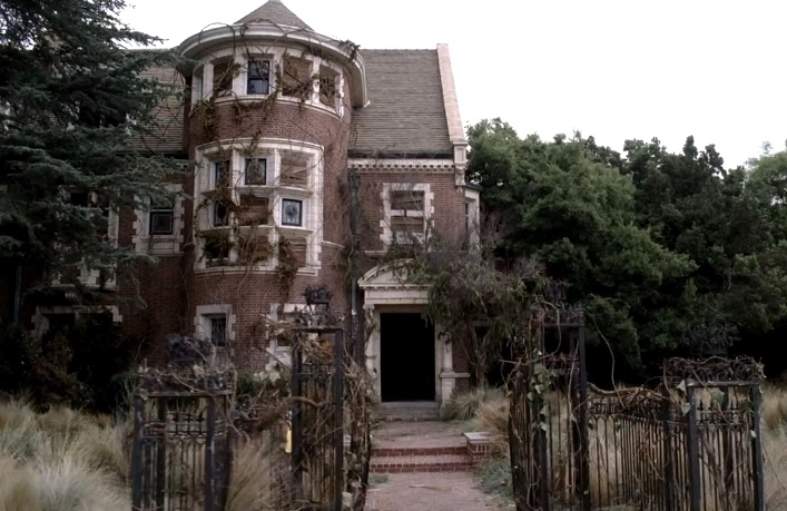 American Horror Story 1x01 013.jpg