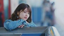 Kanazawa_Tomoko_-_Kiiroi_Sen_no_Uchigawa_de_Narande_Omachi_Kudasai_(MV)