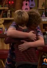 HD 1x01 jenry hug.png