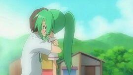 Keiichi abraza a Mion.jpg