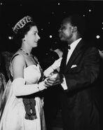 Queen-Elizabeth-Trip-Ghana-Crown+(3)
