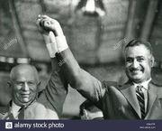 Gamal-abdel-nasser-1918-1970-segundo-presidente-de-egipto-con-nikita-kruschev-en-mayo-de-1964-c8a4fw