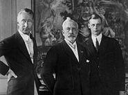 220px-Bundesarchiv Bild 102-01280, Kaiser Wilhelm II. mit Sohn und Enkel