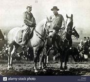 Theodore-roosevelt-montando-a-caballo-con-el-kaiser-wilhelm-ii-dtmk6w