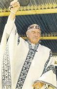 Pinochet como un indio Mapuche