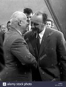 Nikita-khrushchev-y-janos-kadar-1963-btebjk