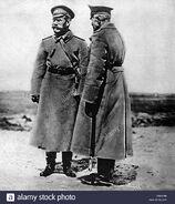 La-i-guerra-mundial-en-el-frente-occidental-ruso-nicholas-ii-emperador-de-rusia-hablando-con-el-general-brusilov-cw5y9r