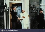 Terrence-hardiman-ben-kingsley-gandhi-1982-BNYC9H
