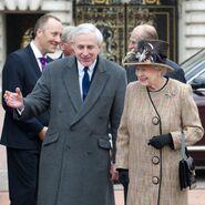La reina y Hugo Vickers