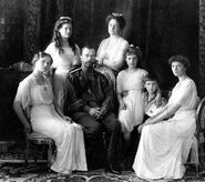 1200px-Russian Imperial Family 1913