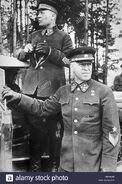 Mariscal-de-la-union-sovietica-semyon-timoshenko-izquierda-y-el-general-georgy-zhukov-derecho-durante-los-ejercicios-militares-de-kiev-b9ra0w