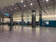 Hong Kong Station Airport Express concourse and platform 04-03-2020