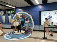 People take photo with Tuen Ma Line open day board 12-06-2021(2)