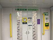 R Train to first class door 30-04-2021