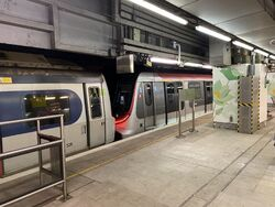 MTR MLR and R Train together in Mong Kok East 13-10-2021(1).JPG